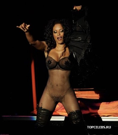 "Mel B на ""Burlesque Show"""