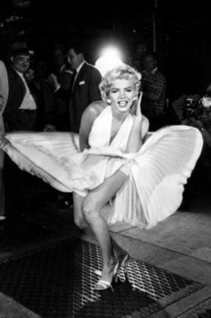 Платье Мэрилин Монро продали за 2,8 млн. фунтов стерлингов