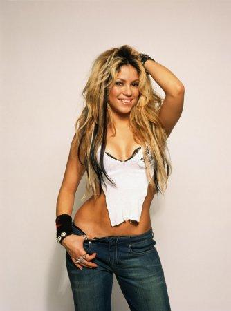 Shakira в фотосессии Tim Roney (2002)