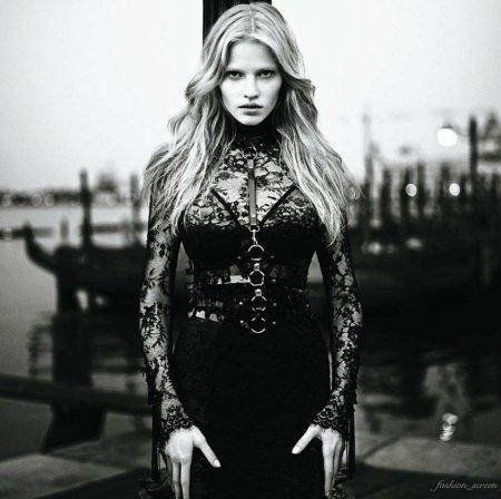 Lara Stone в журнале Vogue Japan (ноябрь 2011)