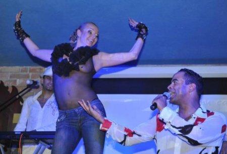 Анастасия Волочкова отожгла на вечерике с голой грудью