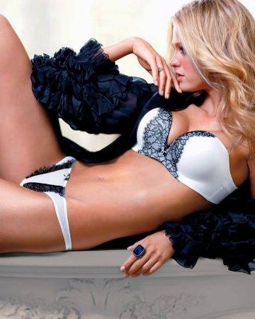 Эрин Хитертон в рекламе Victoria's Secret Lingerie Photoshoot