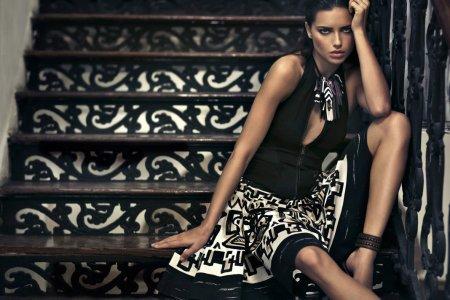 Адриана Лима для Donna Karan (Весна 2012) и фото со съёмок