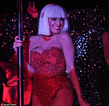 model-kelly-striptiz